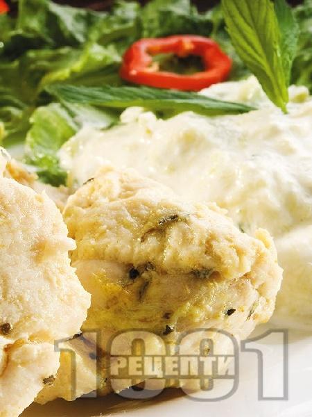Мариновано пилешко месо задушено с алабаш и пащърнак - снимка на рецептата